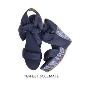 Donald J Pliner Nela Blue Beaded Wedge Heels Sz 11